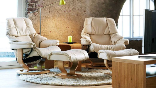 Stressless Reno mit Hocker – Medium